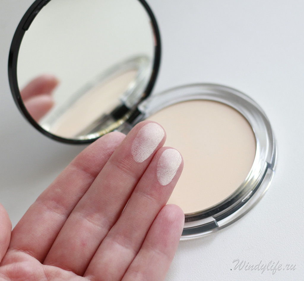Prime and Fine Mattifying powder waterproof